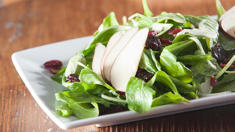 Knackig, frisch und lecker: Salat ist in der Küche immer eine Überlegung wert.