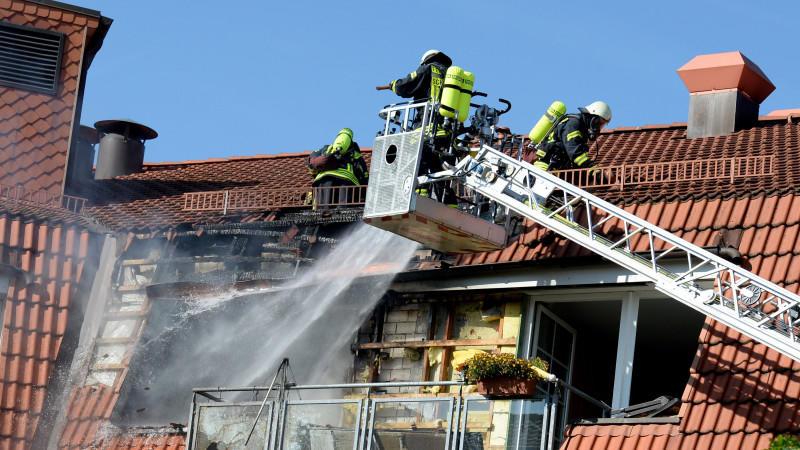 Die Bewohner des Seniorenheims mussten teilweise über die Drehleiter gerettet werden.