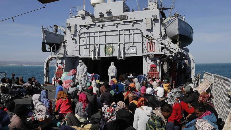 Im Zuge des Hilfseinsatzes 'Mare Nostrum' wurden 1.700 weitere Flüchtlinge auf Schiffen der italienischen Marine nach Kalabrien gebracht.
