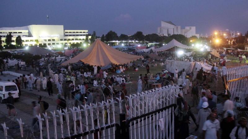 Demonstranten rückten auf die Residenz von Ministerpräsident Nawaz Sharif vor.