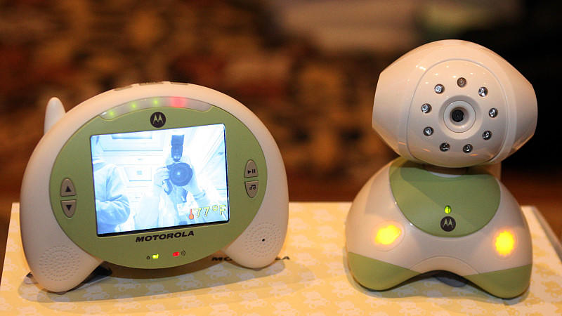 Babys Sicherheit geht vor: Gerade deshalb sollten Eltern das richtige Babyfon wählen.