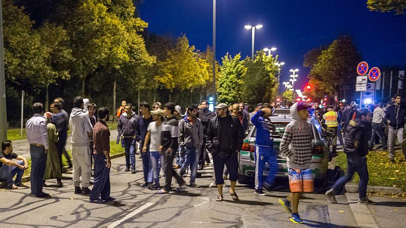 150 Asylbewerber haben in München eine Straße blockiert.