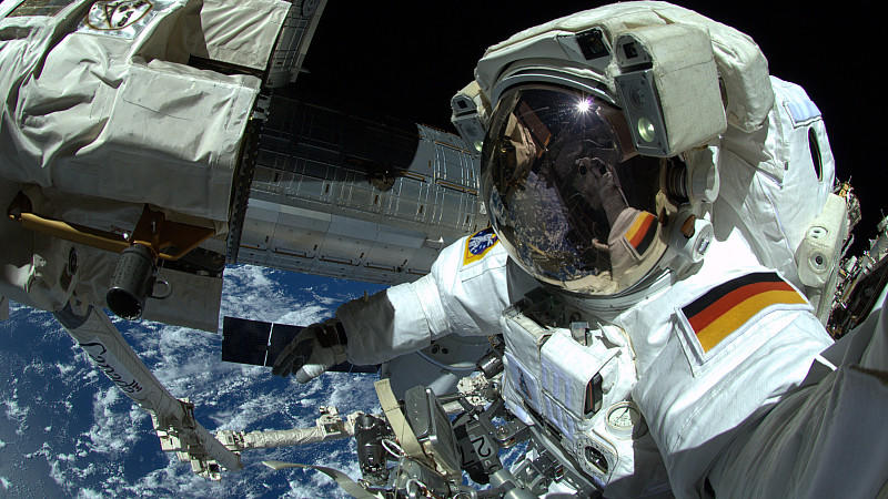 Der deutsche Astronaut Alexander Gerst arbeitet am 07.10.2014 an der Internationalen Raumstation ISS.