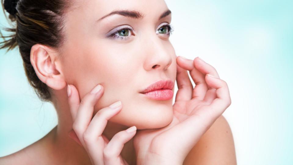 Der unbewusste Griff ins Gesicht dient dazu, den Kurzzeitspeicher des Gehirns zu leeren und wieder aufnahmebereit zu machen.