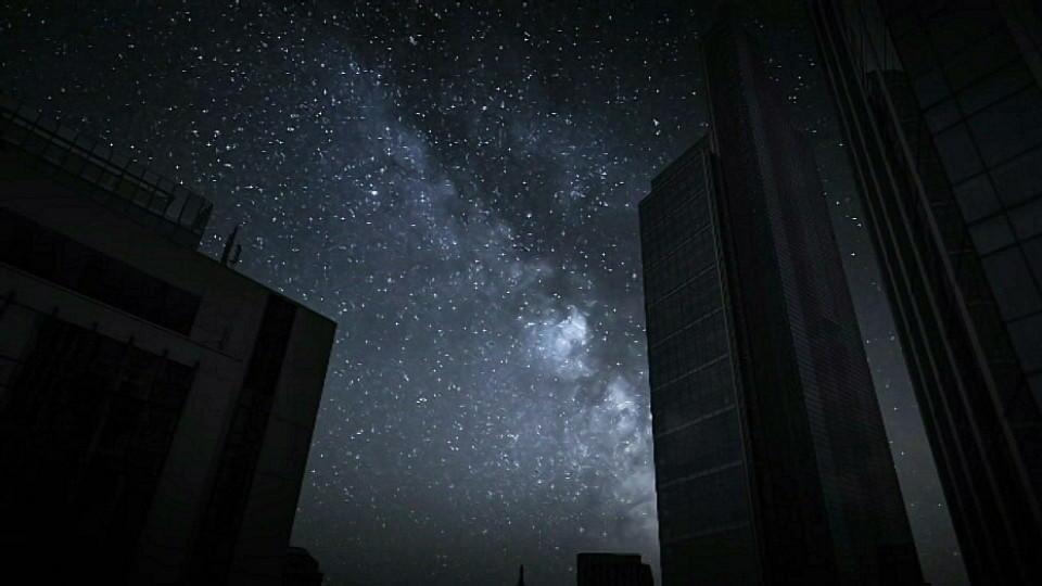 Ein Sternenhimmel ohne Lichteinwirkung von unten.