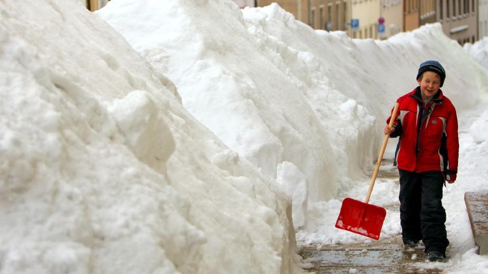 Winterdienst: Wer muss wann für freie Gehwege sorgen?