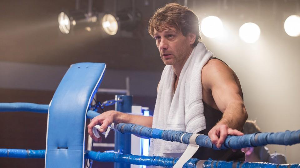 """Der Lehrer"" Stefan Vollmer muss am Boxring ganze Arbeit leisten."