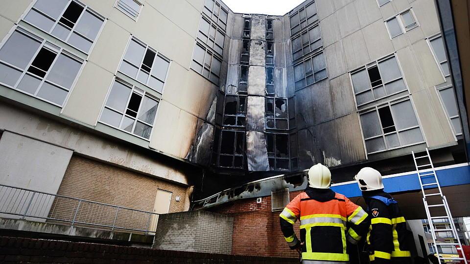 Das Feuer, das in einer Snackbar ausgebrochen war, breitete sich schnell in den darüberliegenden fünf Etagen aus.