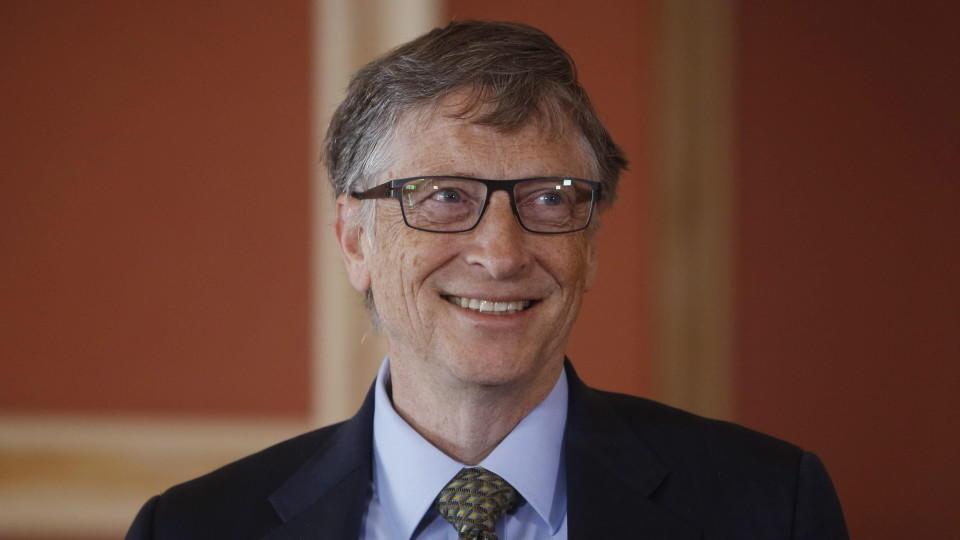 "FILE-  Microsoft Co-founder and philanthropist Bill Gates smiles at Rideau Hall in Ottawa, Canada, 25 February 2015. Photo: EPA/COLE BURSTON dpa (zu dpa: ""«Forbes»-Liste: Bill Gates bleibt reichster Mensch der Welt"" vom 02.03.2015) +++(c) dpa - Bild"