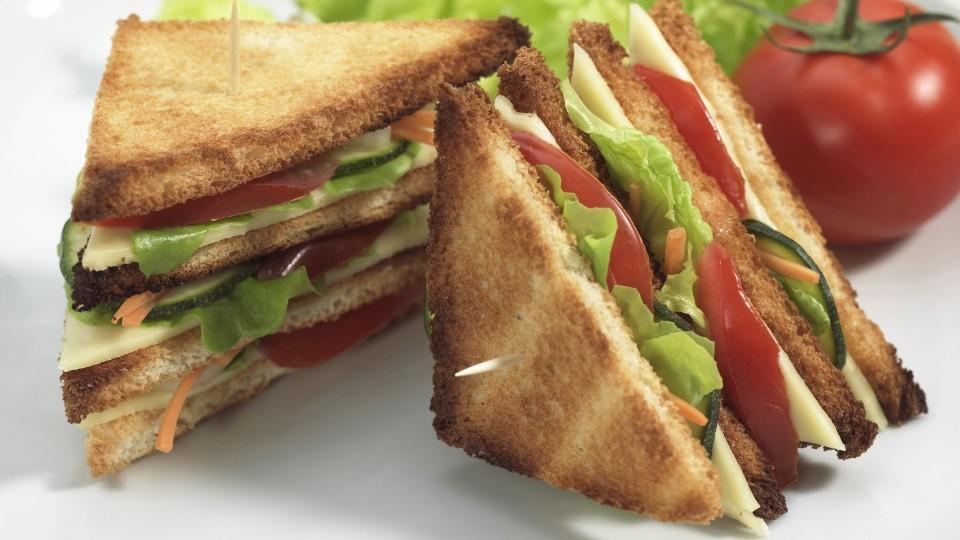 Vielen reicht mittlerweile auch ein Sandwich für zwischendurch.