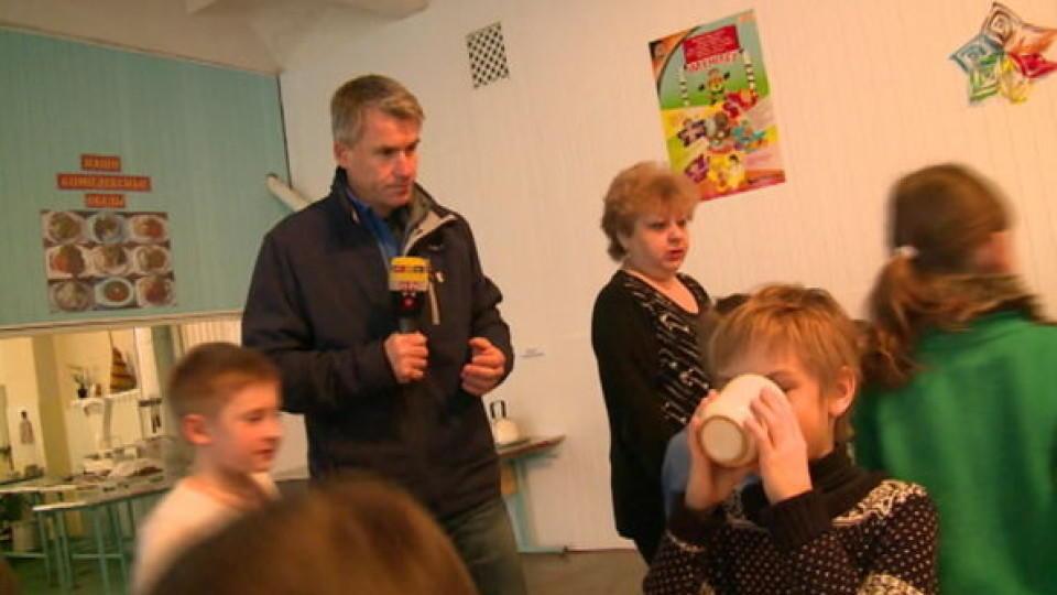 RTL-Reporter Jürgen Weichert: Schulkinder malen Panzer statt Tiere