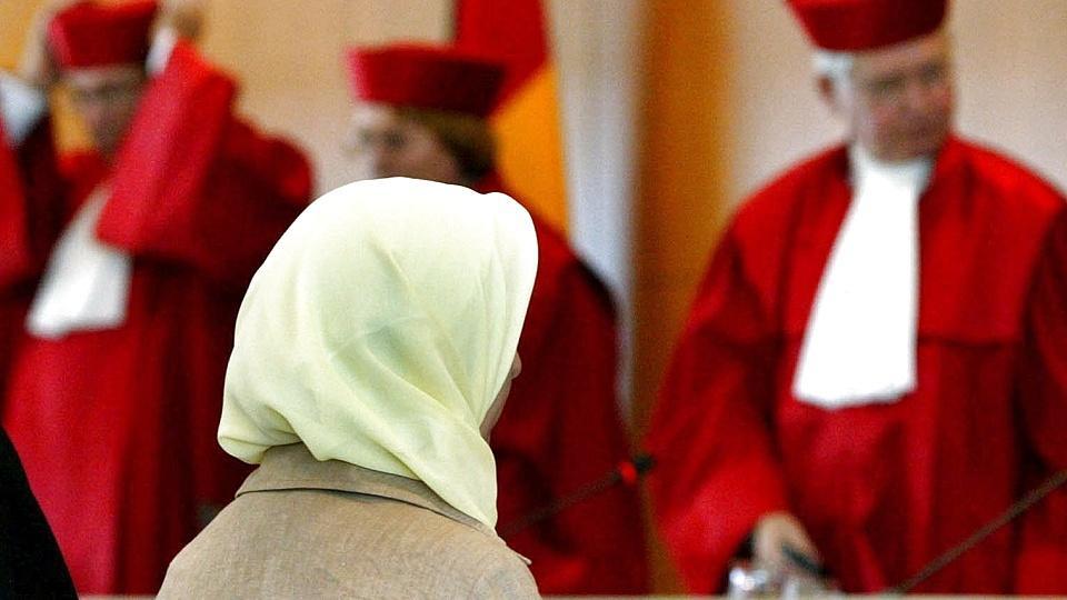 Bundesverfassungsgericht: Pauschales Kopftuchverbot für Lehrerinnen nicht mit Verfassung vereinbar