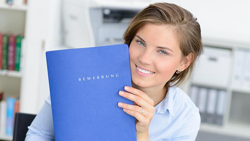 Bewerbung Warum Brünett Und Brille überzeugen Und Wo Auch Blondinen