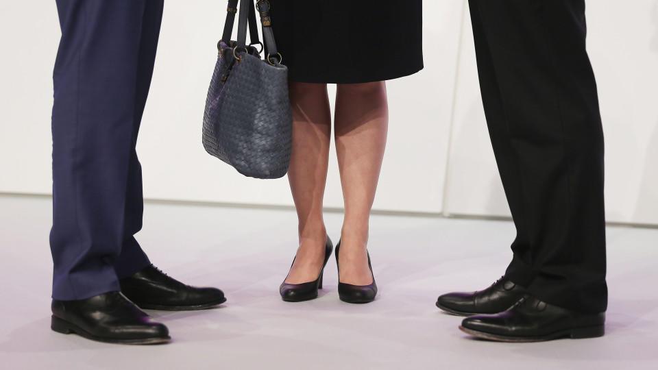 Frauen in Führungspositionen - Geschäftsfrau im Aufzug (Archivbild)