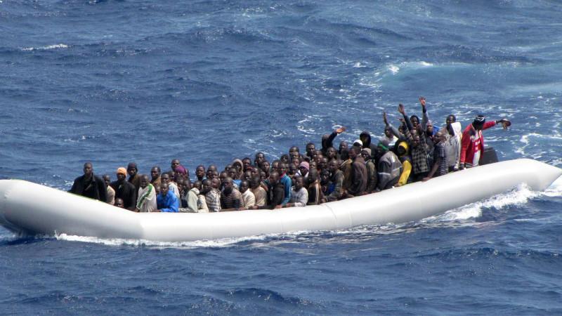 Muslimische Flüchtlinge werfen Christen über Bord: zwölf Tote vor Sizilien