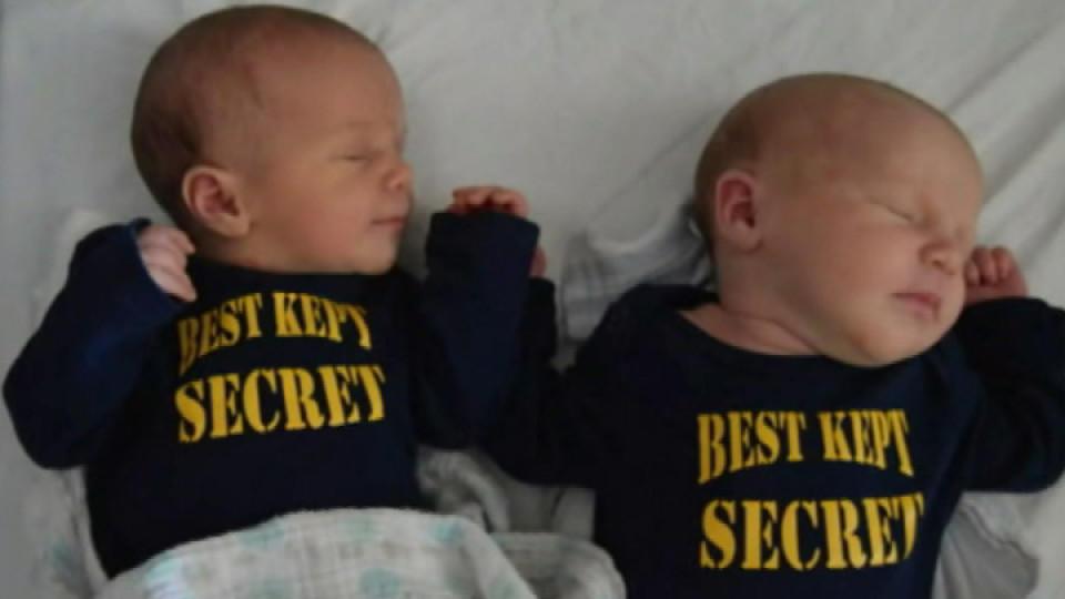 """Paar hielt doppeltes Babyglück monatelang geheim: sie sind wirklich ein """"Best kept secret"""""""