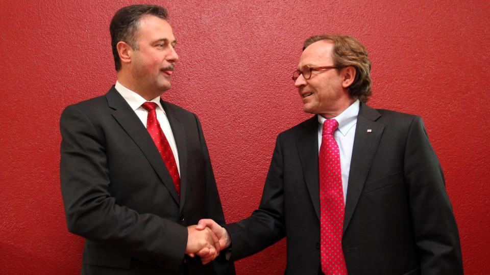 Handschlag zwischen Weselsky und Bahnpersonalvorstand Weber: Wie lange wird es noch dauern?