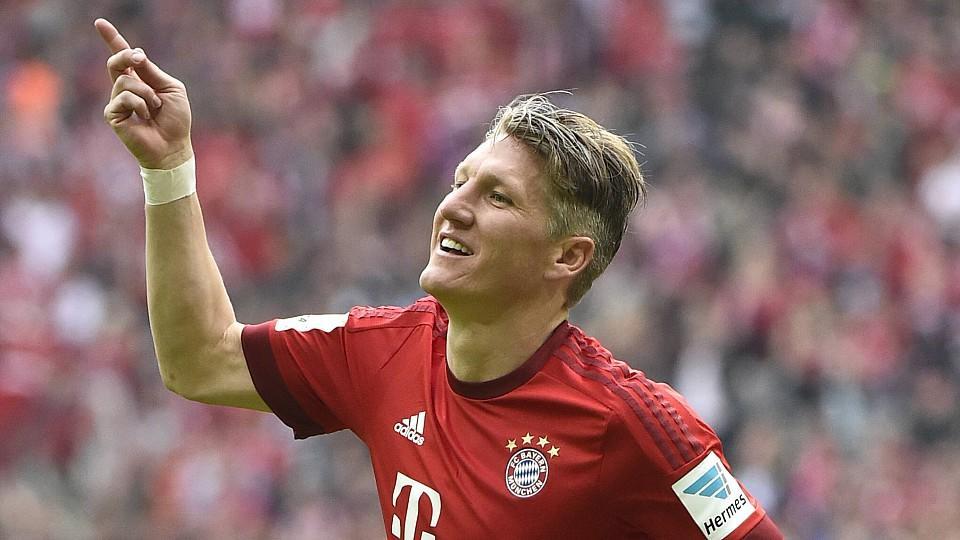 TOR zum 2 0 durch Bastian Schweinsteiger FC Bayern München in seinem 500 Bundesligaspiel Torjubel