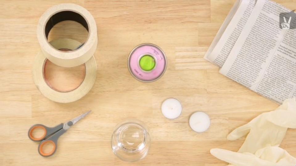 Materialien für DIY-Teelichtgläser.