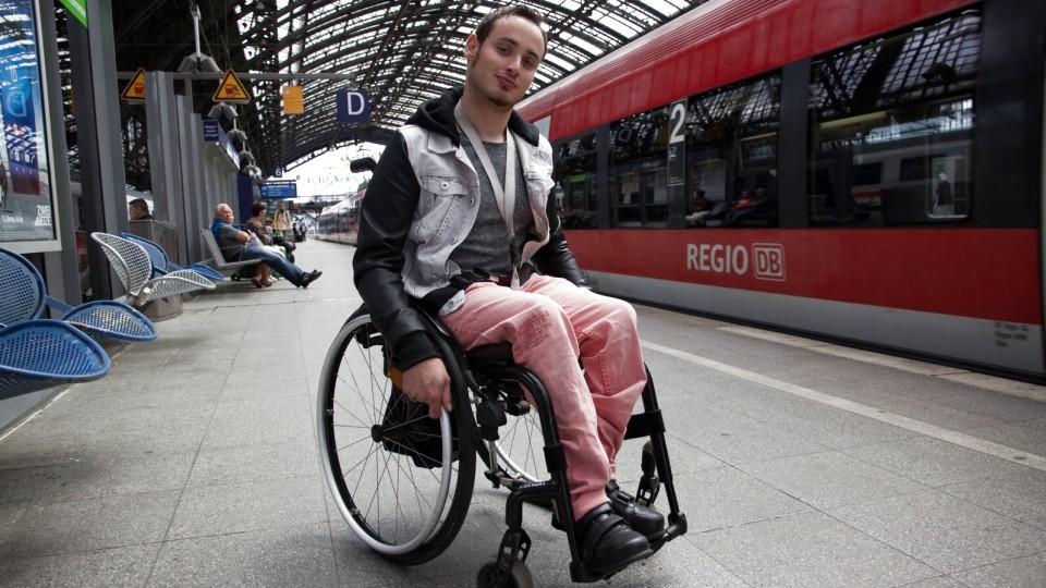 Von wegen Barrierefreiheit: Alltägliche Tortur im Rollstuhl