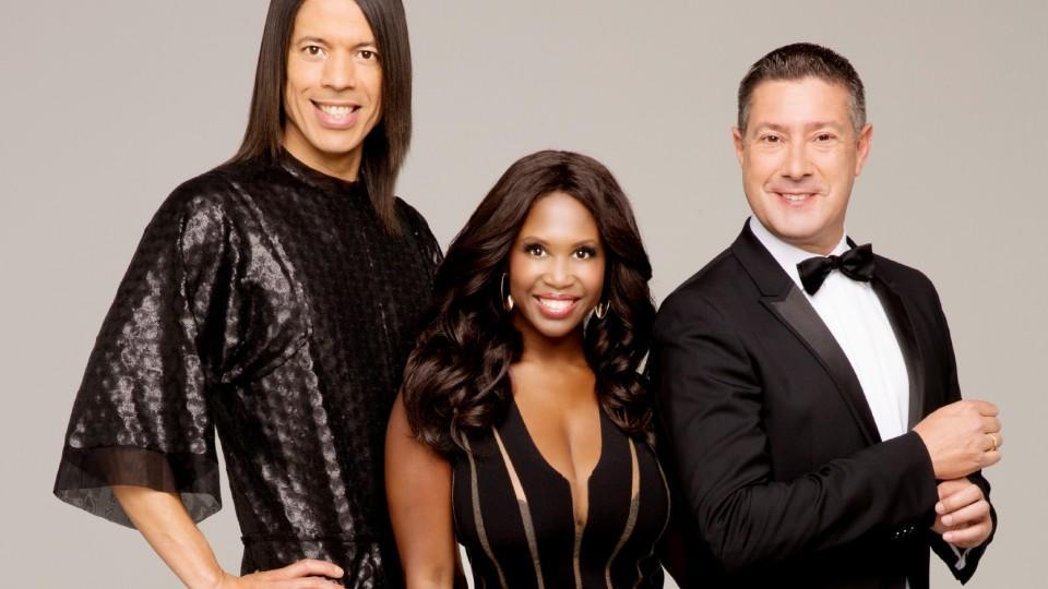 """Die """"Stepping Out""""-Juroren Jorge Gonzalez, Motsi Mabuse und Joachim Llambi bewerten die Promi-Paare live im Studio."""