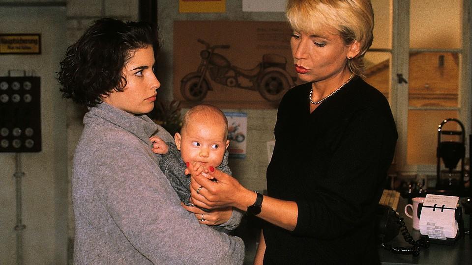 Jonathan Weiske ist der Sohn von Claudia Weiske, die ab der ersten Folge im Jahr 1992 bei GZSZ mitgespielt hat.