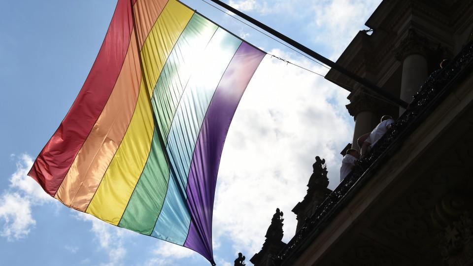 Auch unter Katholiken wird die Zustimmung für die Homo-Ehe immer größer.