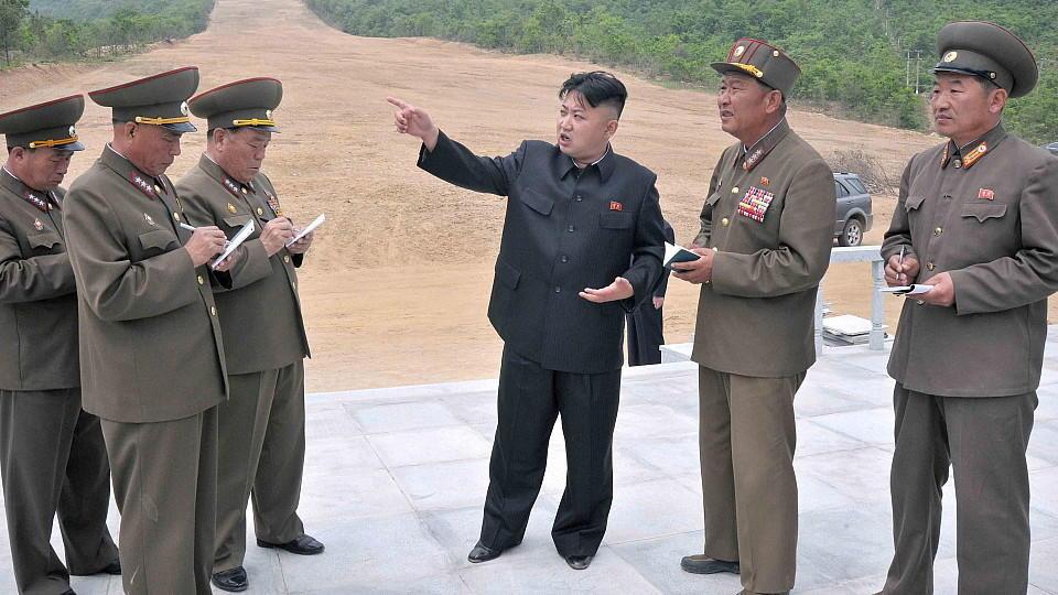 Nordkoreas Machthaber Kim Jong Un hat Grenztruppen in Kampfbereitschaft versetzt.