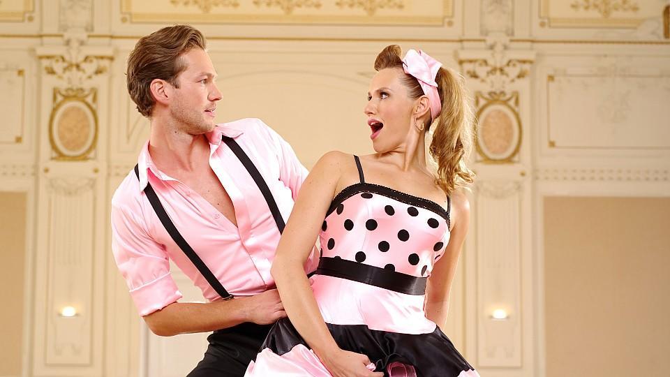 """Das Bachelorette-Traumpaar tanzt bei """"Stepping Out"""": Anna Hofbauer und Marvin Albrecht."""