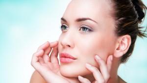 Lippenpflegestifte mit Sonnenschutz: Die Inhaltsstoffe sind oft bedenklich.