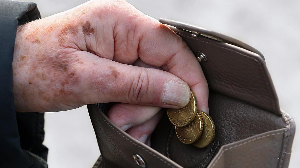 Rentner in Deutschland müssen oft jeden Cent zwei Mal umdrehen, um im Monat über die Runden zu kommen.