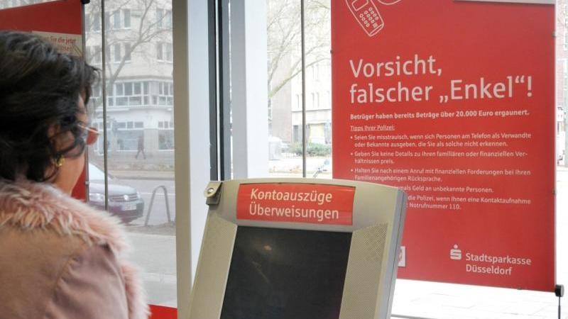 """Die Polizei stellt klar: Es gibt keine """"Sonderstelle Enkeltrick"""". Foto: Horst Ossinger/Archiv"""