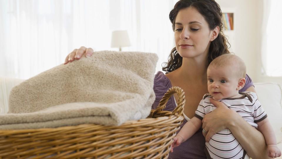 Hausfrauen und Vollzeitmamas aufgpasst! So hoch müsste Ihr Einkommen ausfallen