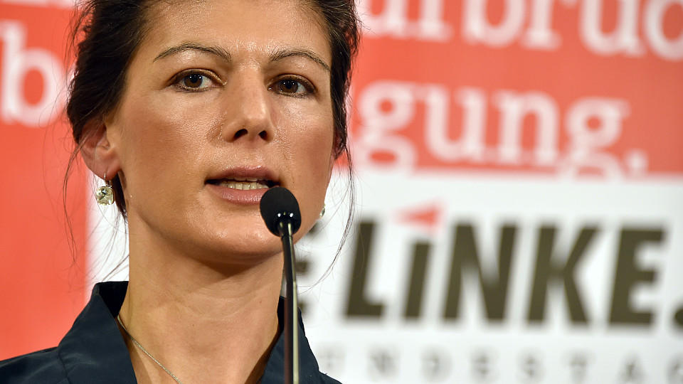 Sahra Wagenknecht bei einer Pressekonferenz am 16.11. 2015 in Bad Saarow.