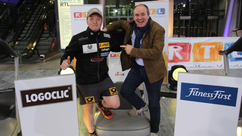 Joey Kelly mit RTL Charity-Leiter Wolfram Kons beim gemeinsamen Fototermin.