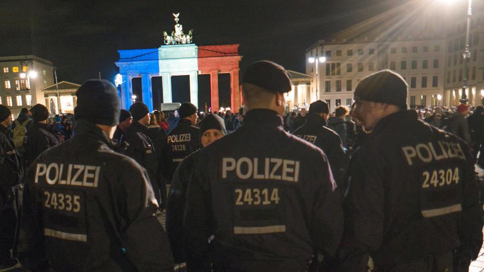 Viele Deutsche wünschen sich mehr Polizisten.
