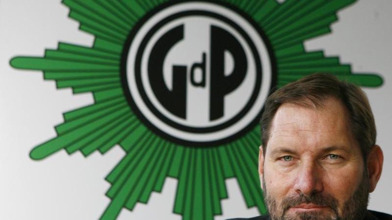 Jörg Radek fordert härtere Strafen bei Gewalt gegen Polizeibeamte. Foto: S. Kugler/Archiv