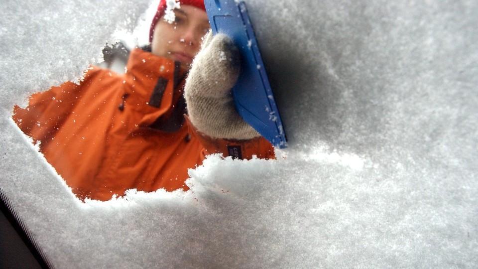 Vor der Fahrt in den Winterurlaub sollten Sie Ihr Auto winterfest machen.