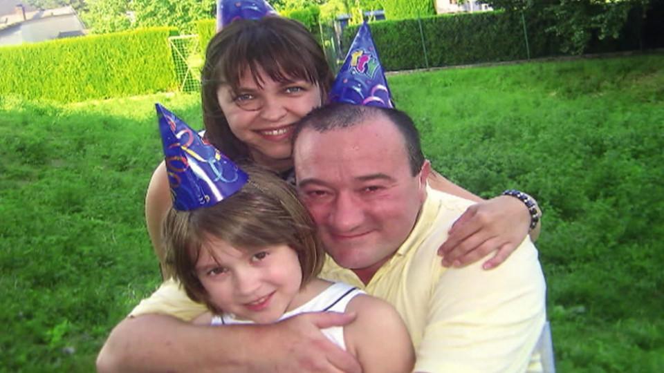 Andreas und Alina Markus glücklich vereint mit Tochter Annabella.