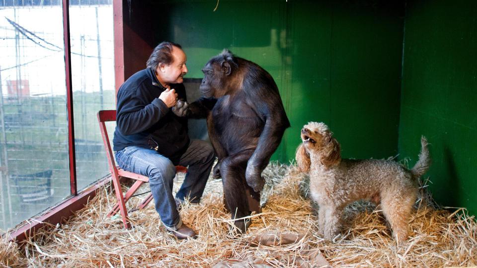 Robby und der Zirkusdirektor mit Hund