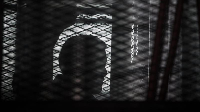 (Symbol-Foto ) Merdan Ghappar schickt geheime Nachrichten aus dem Gefängnis.