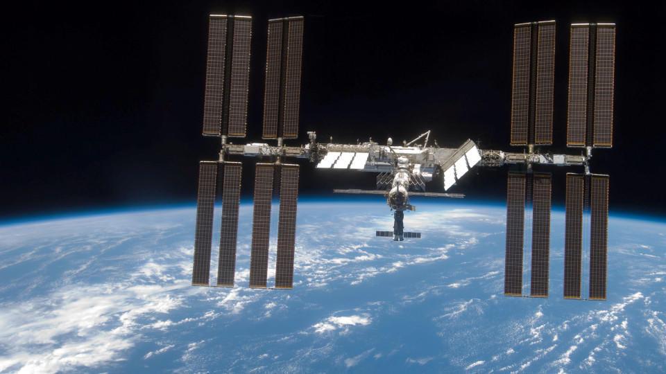Sechs Astronauten feiern Weihnachten auf der ISS-Weltraumstation in rund 400 Kilometern Höhe.