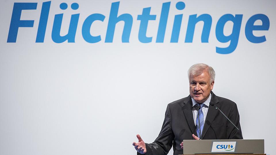 Seehofer fordert Obergrenze von 200.000 Flüchtlingen pro Jahr