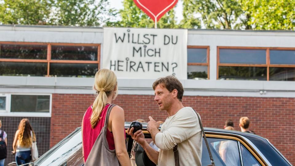 Der Lehrer: Verwirrung zwischen Stefan Vollmer (Hendrik Duryn) und Karin Noske (Jessica Ginkel)
