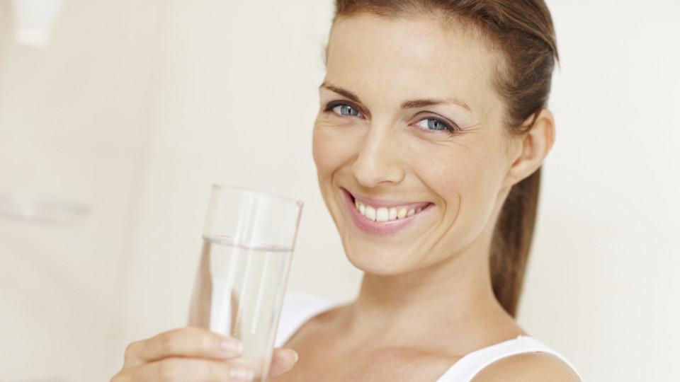 Auch günstiges Mineralwasser kann gut sein. Doch wie viel sollten Sie täglich trinken?