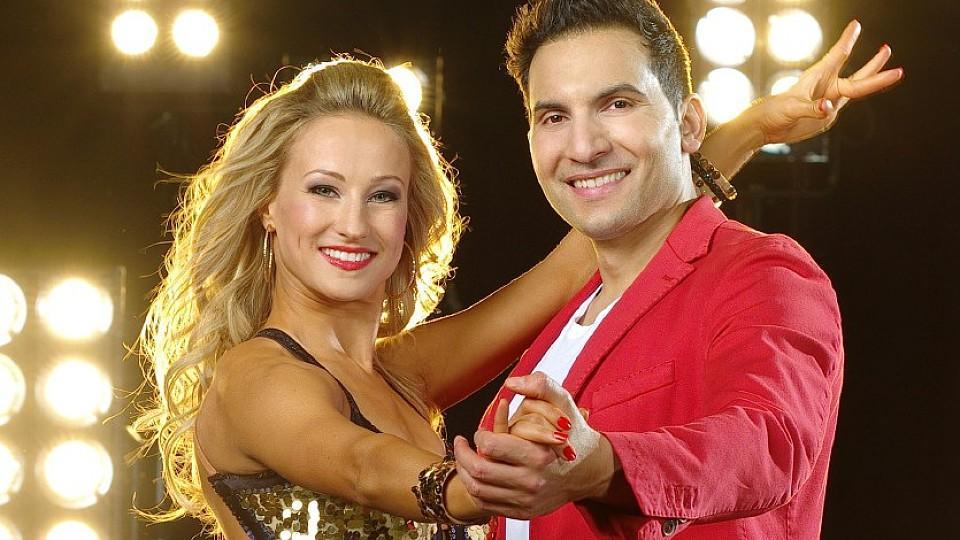 Profitänzerin Oxana Lebedew tanzt mit Koch Attila Hildmann.