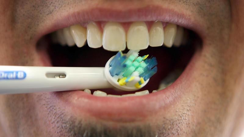 Im aktuellen Test der 'Stiftung Warentest' wurden zehn elektrische Zahnbürsten zwischen 14 und 179 Euro getestet.