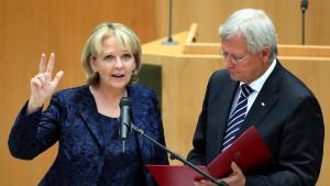 Erstmals eine Frau an der Spitze von NRW: Hannelore Kraft spricht den Eid