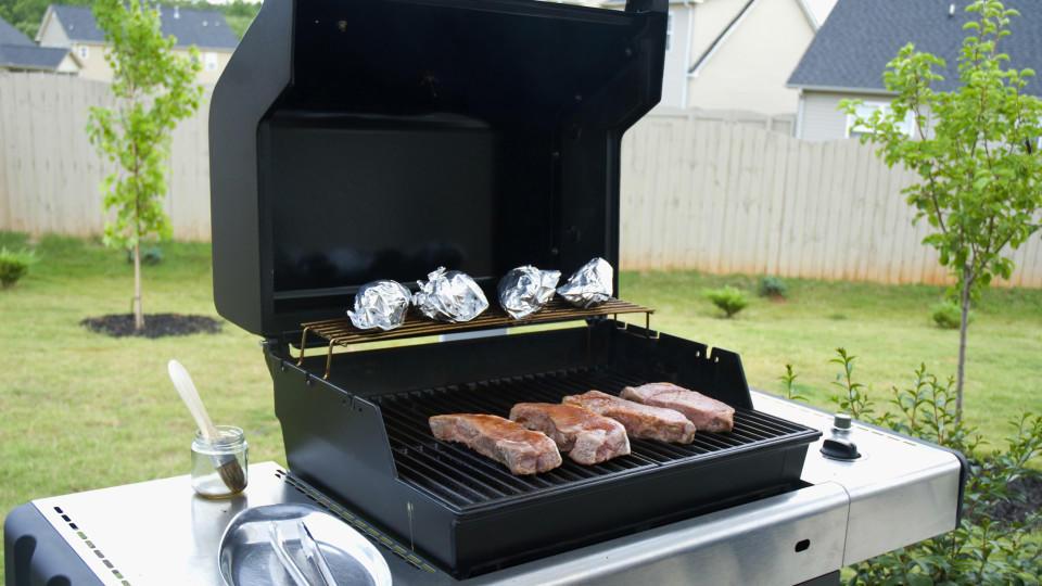grill test ist ein teurer gasgrill wirklich besser als ein grill vom discounter. Black Bedroom Furniture Sets. Home Design Ideas