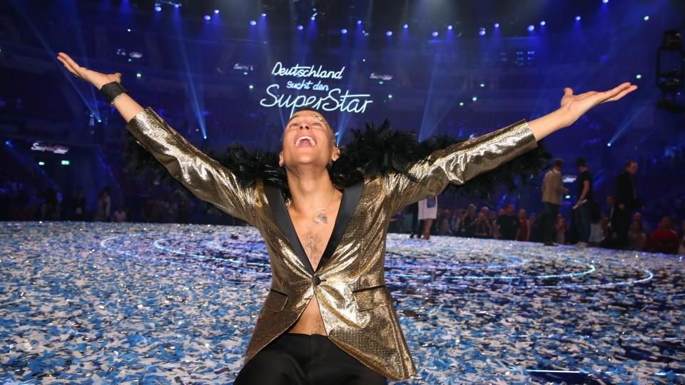 """Superstar Prince Damien stürmt die Charts mit """"Glücksmoment""""."""
